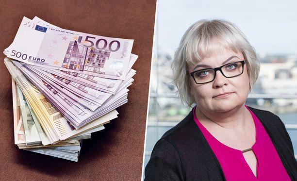 """EK:n mukaan se ei vastusta palkkatietojen avoimuuden lisäämistä täysin. Työnantajapuoli kuitenkin pelkää, että palkkatietojen laajamittainen avoimuus johtaisi palkkojen """"tasapäistämiseen"""". Kuvassa Katja Leppänen."""