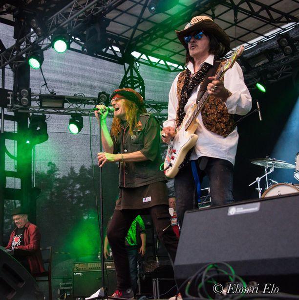 Andy nähtiin lavalla Pelle Miljoonan kitaristina.