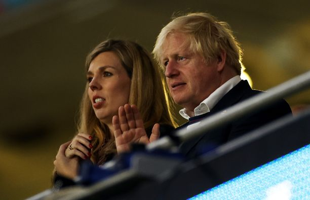 Pääministeri vaimoineen oli katsomassa Englannin ja Italian välillä käytyä UEFA 2020 -ottelua aiemmin tässä kuussa.