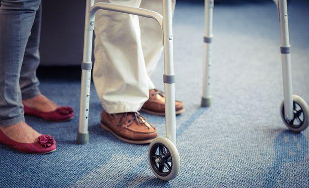 Eläkkeensaajien keskusliiton puheenjohtajan mielestä budjetissa näkyy, ettei pienituloisista välittämiseen laiteta rahaa. Kuvituskuva.