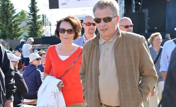 Presidenttipari saapui Poriin seuraamaan Vesa-Matti Loirin konserttia.