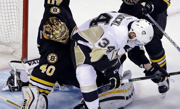 Tuukka Rask oli vireessä Penguinsia vastaan.