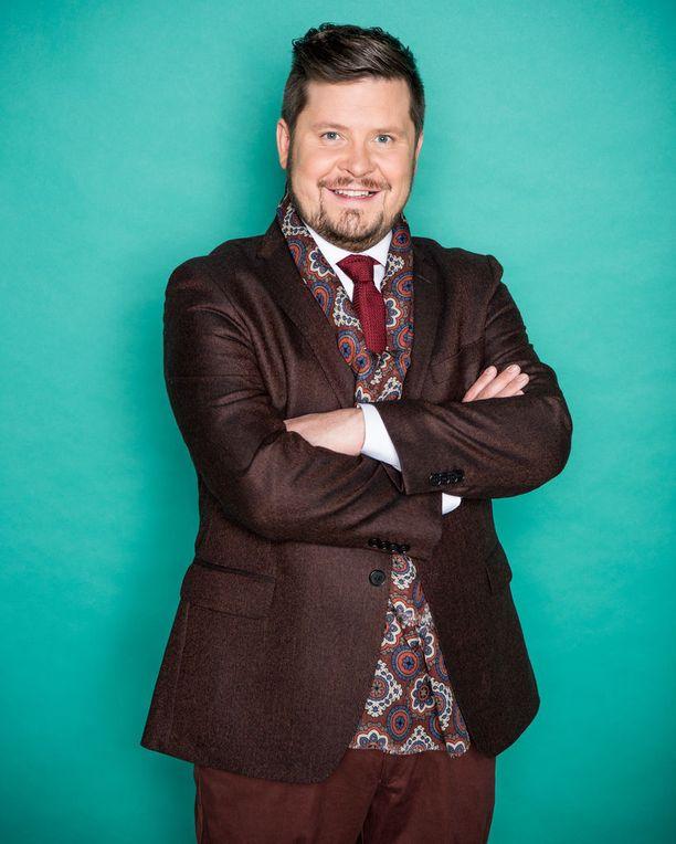 Janne Kataja kuvaa parhaillaan Kaikki vastaan 1-ohjelman uutta tuotantokautta.