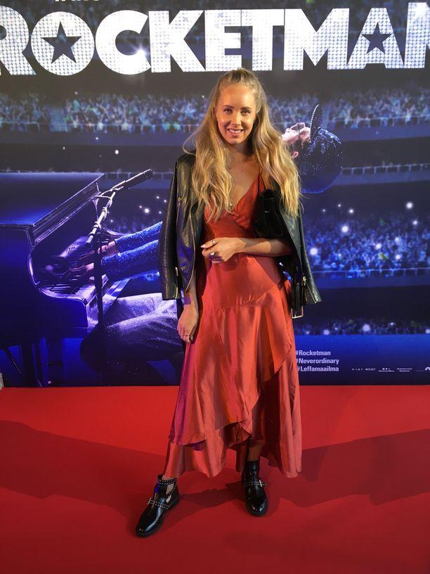 Vuoden 2013 Miss Suomen ensimmäinen perintöprinsessa Sabina Särkkä menee naimisiin syksyllä toimitusjohtajana työskentelevän Ossi Kivimäen kanssa.