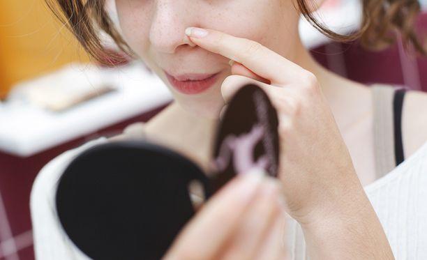 Epäpuhdasta ihoa pitää kosteuttaa tehokkaasti.