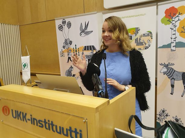 Katri Kulmuni puhui lauantaina Tampereella Keskustan Pirkanmaan piirin kokouksessa.