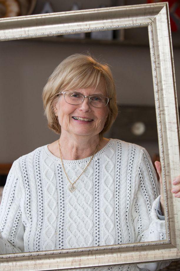 """Jolkbystä kotoisin oleva 71-vuotias Maritta Niemi on myös entinen koulun """"Lucia-mamma""""."""