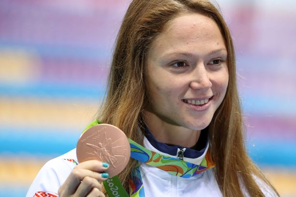 Aljaksandra Herasimenja juhli olympiapronssia Riossa 2016.