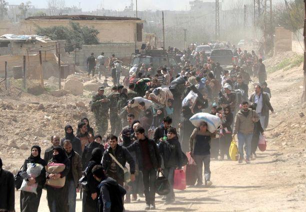 Sadat siviilit ovat poistuneet kapinallisten hallussa pitämältä Itä-Ghoutan alueelta.