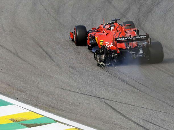 Sebastian Vettelin vasen takarengas hajosi kolarissa tallikaveri Charles Leclercin kanssa.