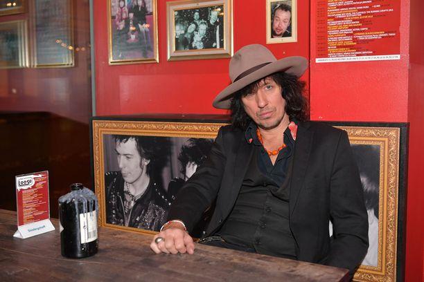 Sami Yaffa muistelee Cafe Lanzaroten haastattelussa piinaajaansa.