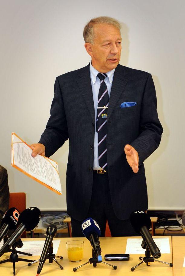 THL:n ylijohtajana toiminut Pekka Puska pyysi narkolepsiaan sairastuneilta anteeksi.