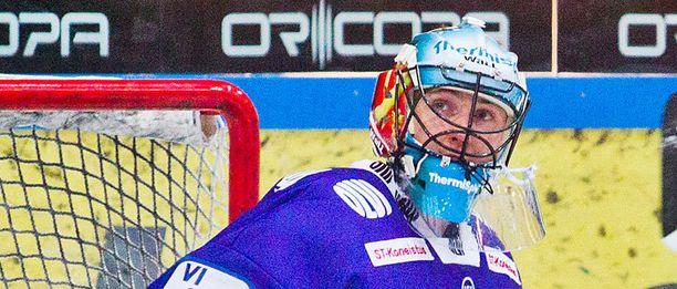 Mika Noronen vartioi viime kaudella Tapparan maalia.