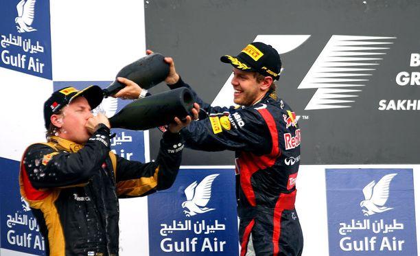 Vuoden 2012 Bahrainin GP:n palkintokorokkeella otettu huikka ei jäänyt Kimi Räikkösen ainoaksi ryypyksi kyseisen kisan jälkeen.