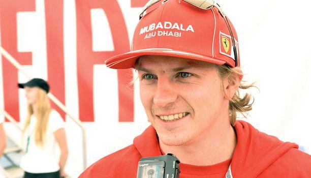 Kimi Räikkönen ei liikkunut Jyväskylässä julkisilla kulkuvälineillä. Rallipaikalta hän siirtyi Jyväskylän keskustaan tyylikkäästi yksityisellä helikopterilla.