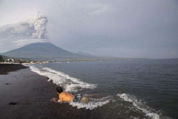 Useat luonnonvoimat koettelevat tällä hetkellä Indonesiaa.
