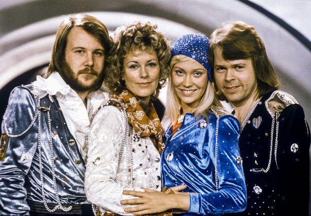 Ruotsalainen Abba voitti vuonna 1974 Euroviisut kappaleellaan Waterloo.  Vasemmalta Benny Andersson, Anni-Frid Lyngstad, Agnetha Fältskog and Björn Ulvaeus.