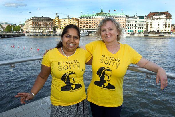 Lisa Berglund Gustavsson ja Marika Attlin kannustavat Ruotsia näkyvästi.