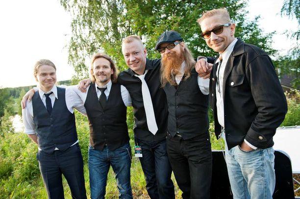 Tuore Yölintu esiintyi Iskelmä-Himoksella kesäkuussa, kuvassa vasemmalta rumpali Joni Leino, kitaristi Jukka Harju, kitaristi Matti Silmu, basisti Jari Luostari ja solisti Simo Silmu.
