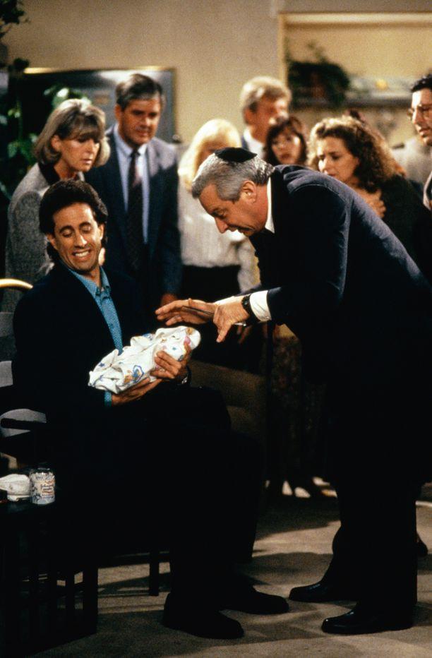 Charles Levin (oik.) nähtiin myös Seinfeld-sarjassa pienessä roolissa. Kuvassa myös näyttelijä Jerry Seinfeld.