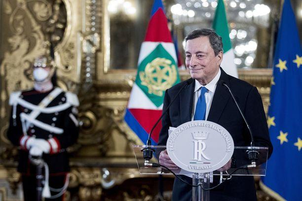 Mario Draghi pelasti euroalueen matalilla koroilla ja pumppaamalla markkinoille likviditeettiä. Nyt hänen tehtävänään on saada eripurainen ja valtataistelua käyvä Italian parlamentti yhdistymään.