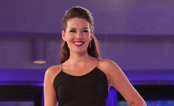 Michaela Söderholm Miss Suomi -kisojen finaalissa.