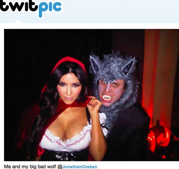 "Kim Kardashian juhli ""ison, pahan suden"" kanssa."