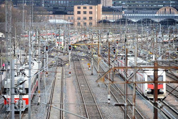 Junat ovat täysin pysähdyksissaä kello 06.00-18.30.