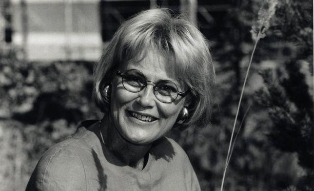 Leena Kaskela (Ent. Rousek), syntynyi Turussa 25. joulukuuta 1939. Kaskela aloitti Mainostelevisio Oy Reklam Ab:n palveluksessa vuonna 1965 tv-kuuluttajana. Kaskela siirtyi Kymmenen Uutisiin niiden alkaessa vuonna 1981. Hän jäi eläkkeelle vuonna 2004.