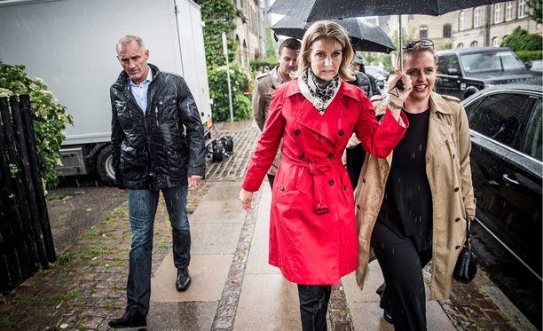 Tanskan pääministeri Helle Thorning-Schmidt palaamassa kotiin viime hetken kampanjoinnin parista Kööpenhaminassa torstaina.