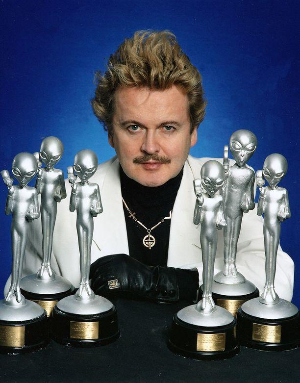 Af Grann on palkittu ulkomailla ufo-teoksistaan. Suomessa ja erityisesti tiedeyhteisössä mies on joutunut lähinnä naurunalaiseksi.