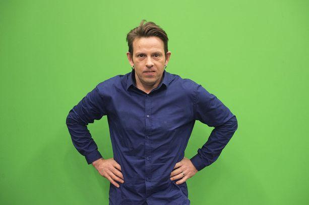 Timo Lavikainen on opiskellut sairaanhoitajan opintoja, mutta koulu jäi kesken näyttelijätyön vuoksi.