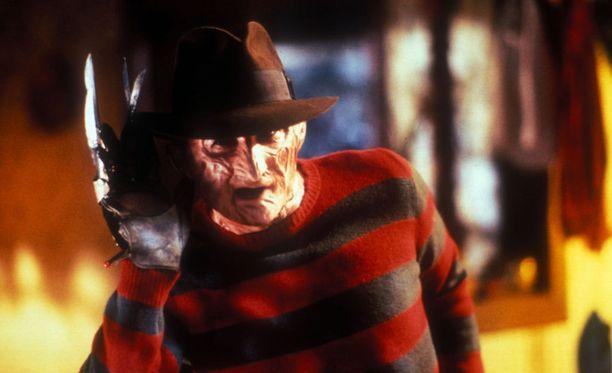 Painajainen Elm Streetillä -elokuvien kauhuksi Freddy Kruegeriksi pukeutunut mies ampui viittä Halloween-juhlissa Yhdysvalloissa sunnuntaina.