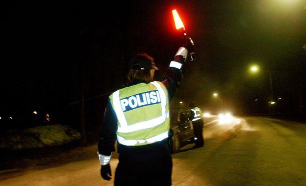 Poliisi kohtaa julkisilla paikoilla myös sopimatonta seksuaalista toimintaa.
