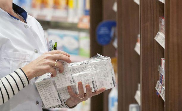 KKV:n mukaan yhteiskunta ja suomalaiset kuluttajat maksavat lääkkeistä ja apteekkipalveluista liikaa.