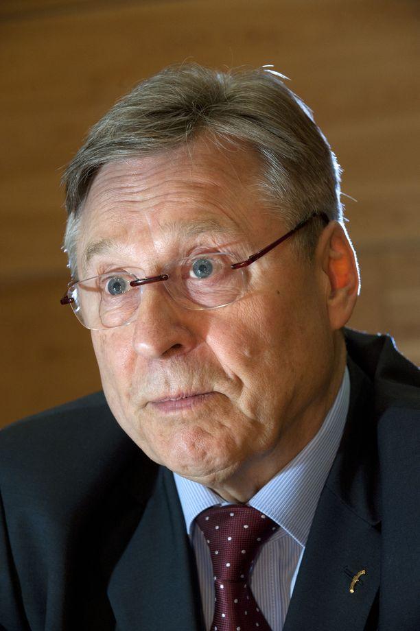 Pertti Salolainen seurasi tarkkaan George Bush vanhemman toimia ministerikaudellaan.