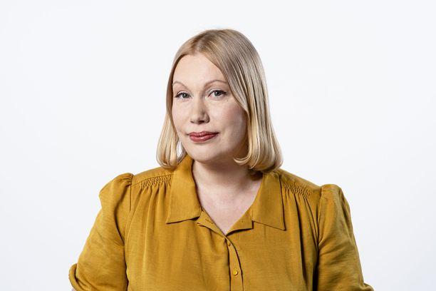 Sanna Ukkola kertoi erostaan Twitterissä perjantaiaamuna.