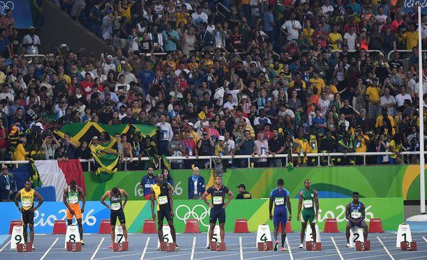 Yleisurheilijoiden tiukat kilpailuasut paljastavat joillekin katsojille liikaa.