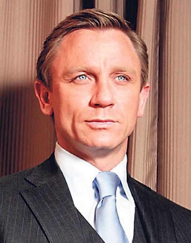 ONNI ONNETTOMUUDESSA. James Bondia näyttelevä Daniel Craig ei ollut onnettomuuspaikalla Italiassa, kun kaksi sijaisnäyttelijää kolaroi itsensä sairaalaan.
