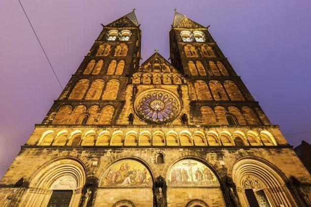 Bremenin katedraali on komea ulkoa ja vaikuttava sisältä.