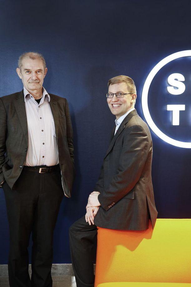 STTK:n pääekonomisti Ralf Sund (vasemmalla) näkee työttömän aktiivimallissa enemmän hyvää kuin huonoa.