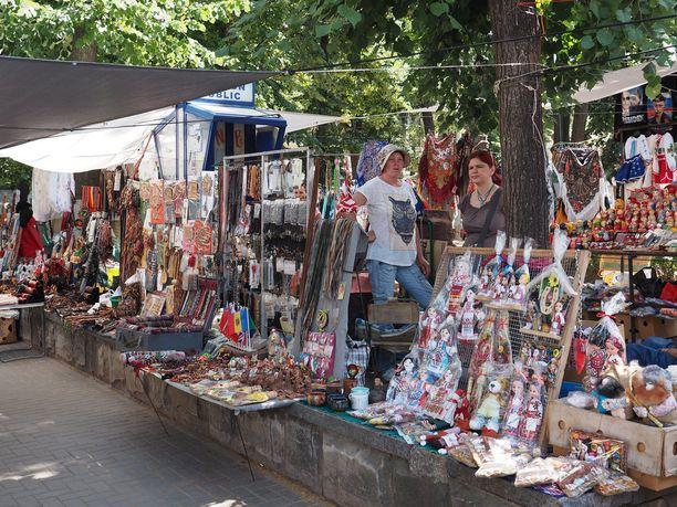 Stefan cel Mare Boulevardin käsityöläistorilla voi tehdä löytöjä.