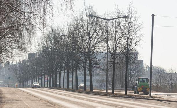 Etelässäkin voi pilkahtaa aurinko tiistaina, kertoo Ilmatieteen laitos. Kuvituskuva Helsingistä.