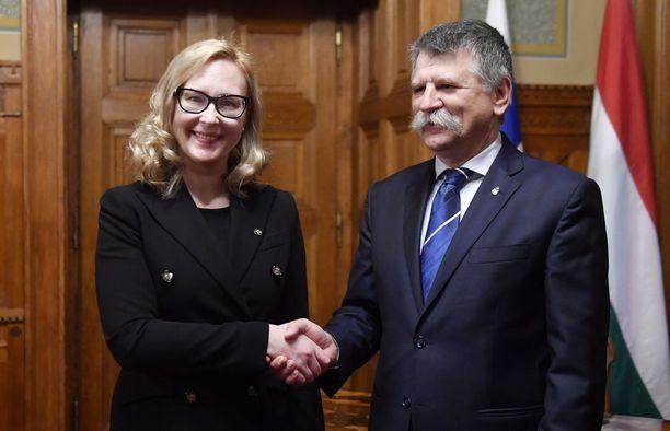 Eduskunnan puhemies Maria Lohela ja Unkarin parlamentin Laszlo Kover tapasivat viikonvaihteessa Budapestissa Suomen 100-vuotisjuhlien merkeissä.