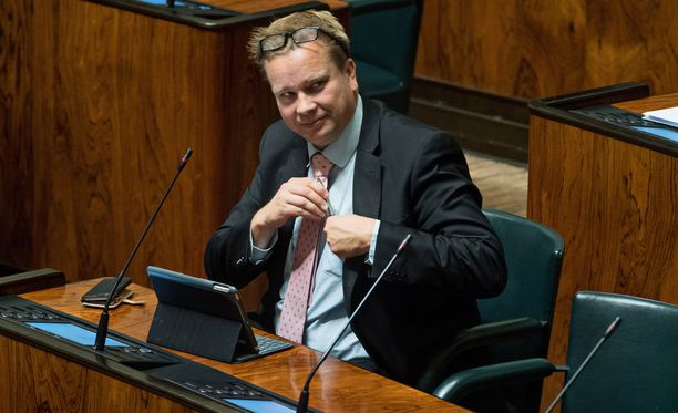 Antti Kaikkosen (kesk) mukaan vasta hyväksytyn lain kumoamiseen tähtäävä aloite on otettava vakavasti.
