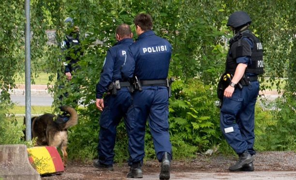 Poliisit työtehtävässä Keravalla. Arkistokuva.