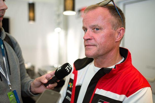 Tommi Mäkinen ei ole tyytyväinen FIA-pomojen vatulointiin.