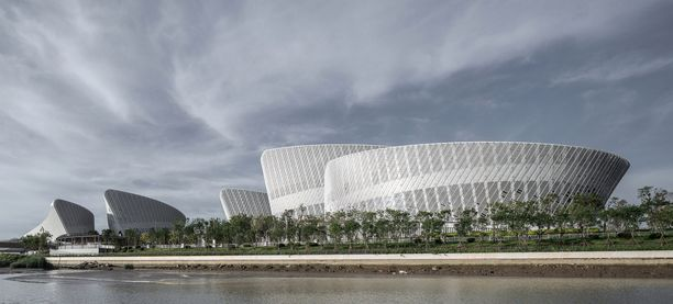 Lokakuun alkupuolella avatussa Fuzhoun kulttuurikeskuksessa on yhteensä viisi rakennusta, oopperatalo, konserttitalo, monikäyttöteatteri, näyttelykeskus ja elokuvateatteri.
