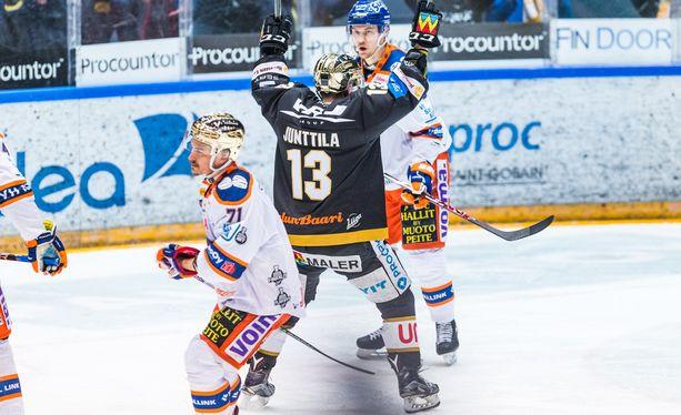 Julius Junttila (1+1) laukoi Kärppien avausmaalin 3-0-voitossa.