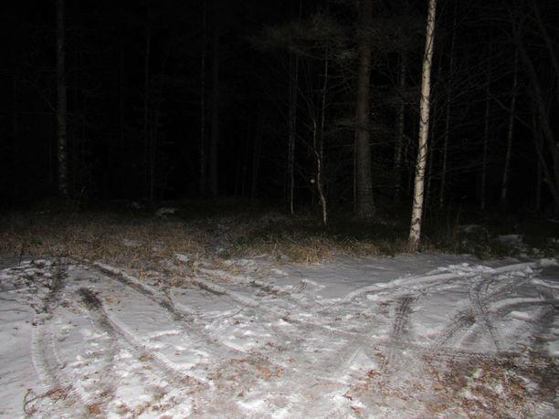 Onnettomuus tapahtui pimeässä paikassa Vuollesalmessa.
